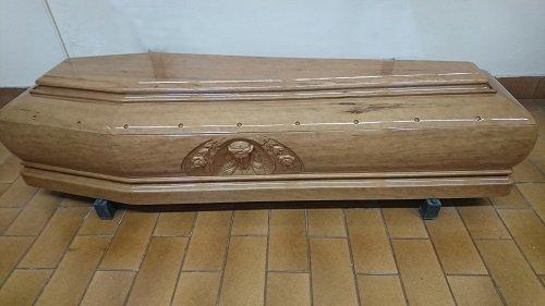 una bara di legno chiaro