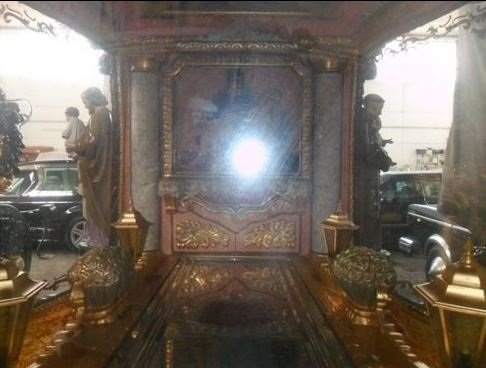 interno di una carrozza funebre
