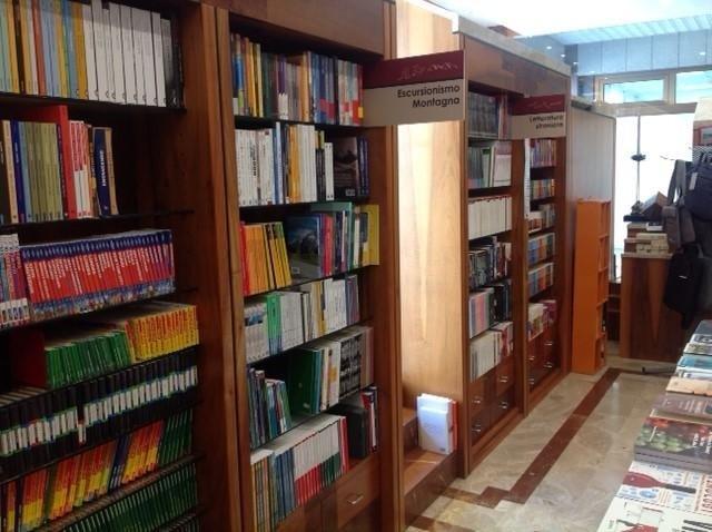 Primo piano di libri nella libreria