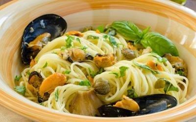 Spaghetti con cozze e pesce