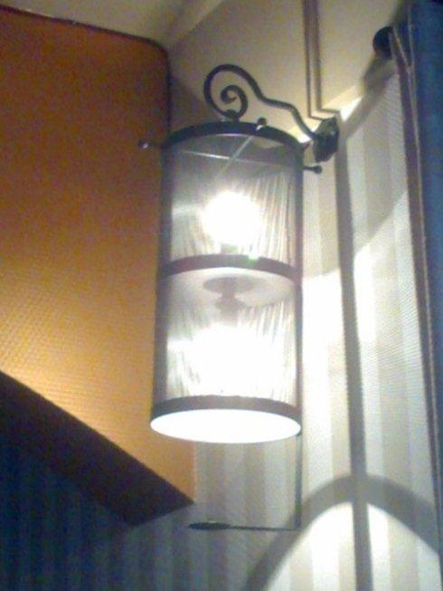 Luminarie dal sapore classico, lavorate rigorosamente a mano con ferro battuto