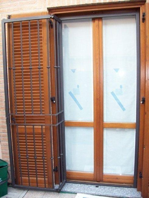 Grate in ferro battuto per qualsiasi finestra e portafinestra, funzionali e gradevoli da vedere