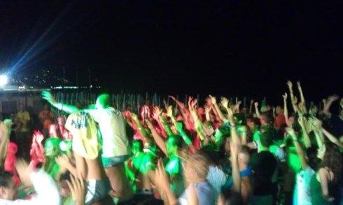 discoteca all'aperto, discoteca in riva al mare, falò