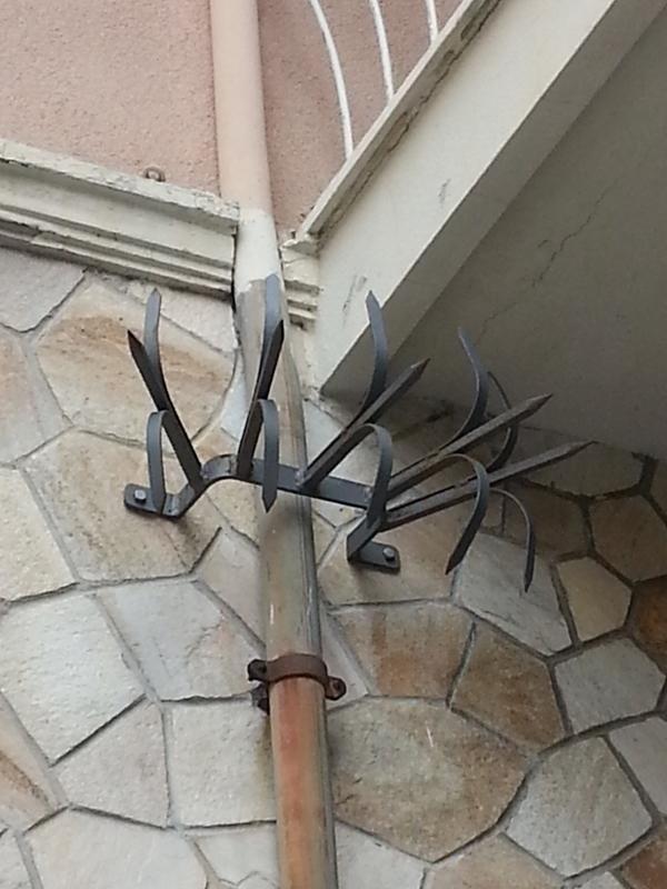 Ghiera sotto balcone