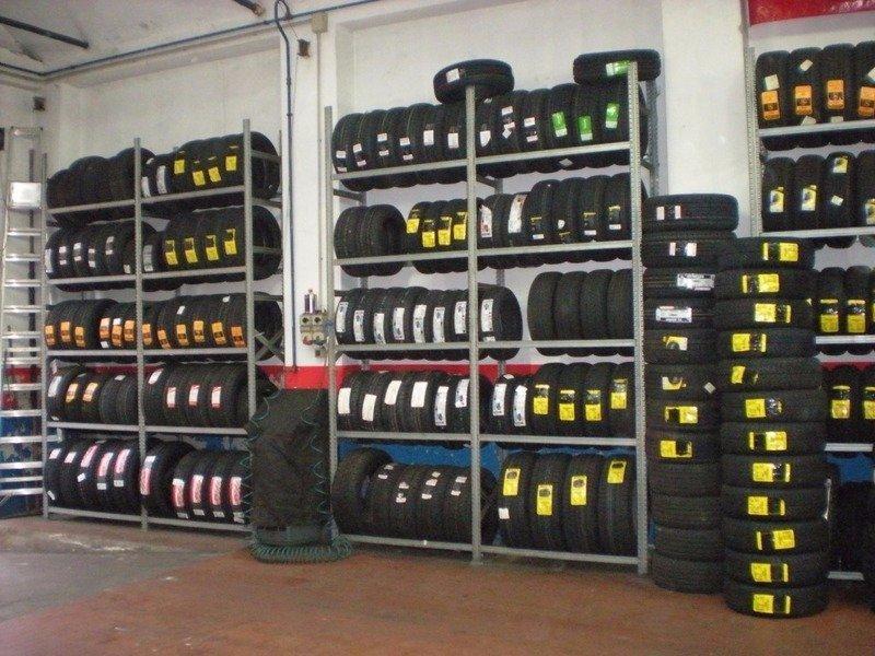 Selezione di pneumatici dell'officina di Francesco Gomme a Firenze