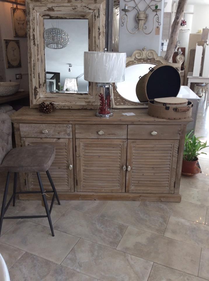 tavolo in legno massello soggiorno