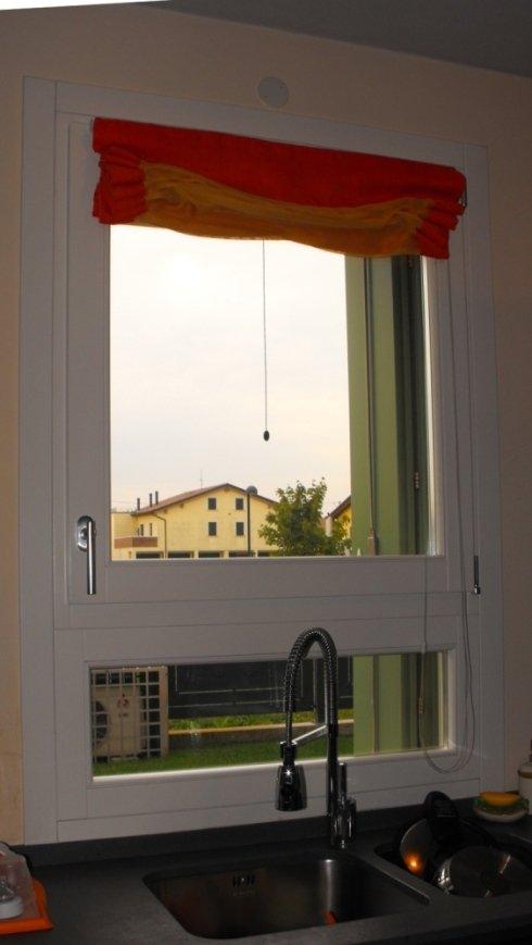 finestra in legno laccato