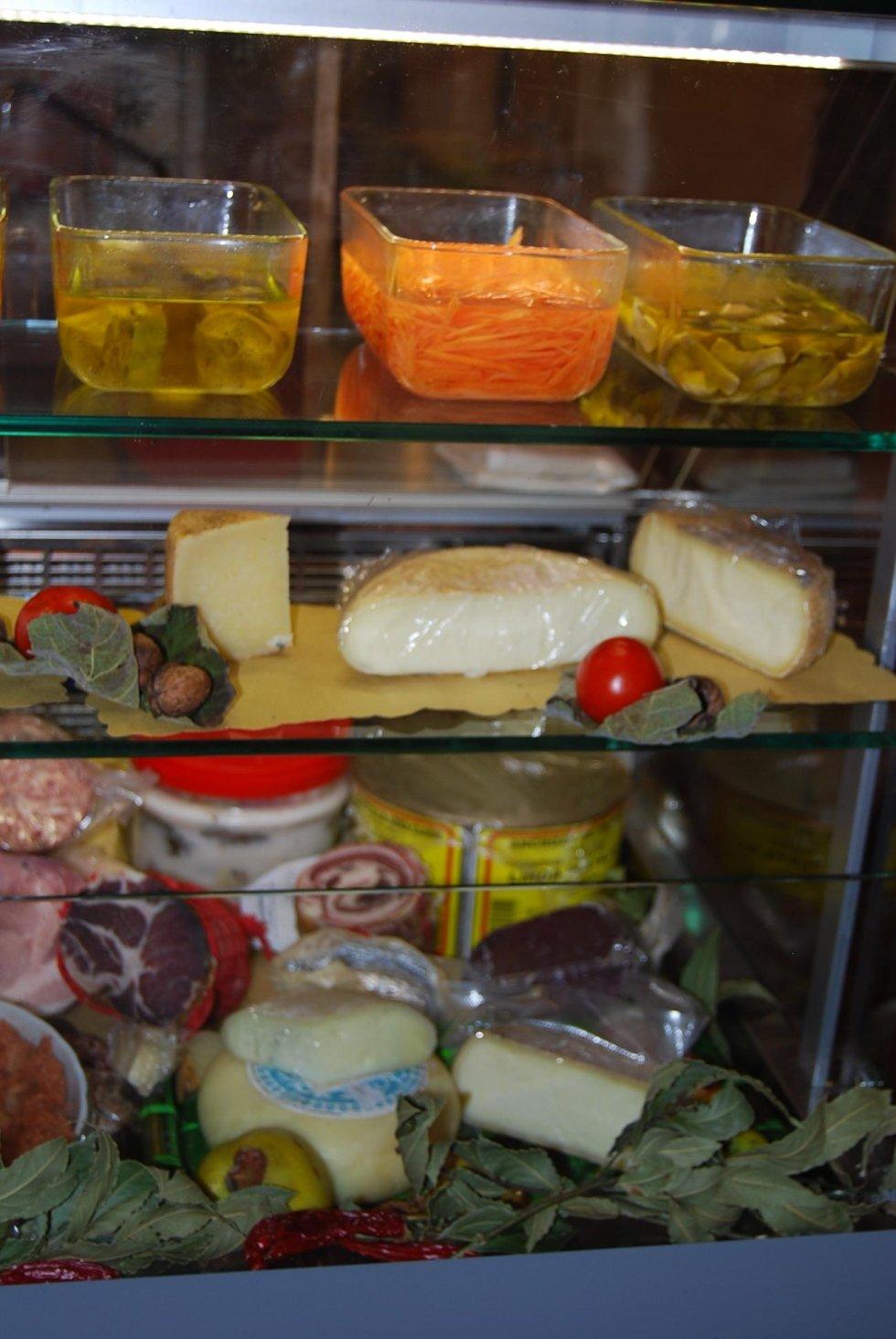 salumi e formaggi tipici