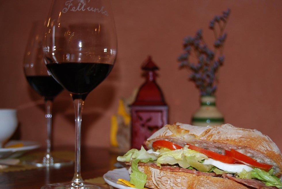 panino farcito e degustazione vino
