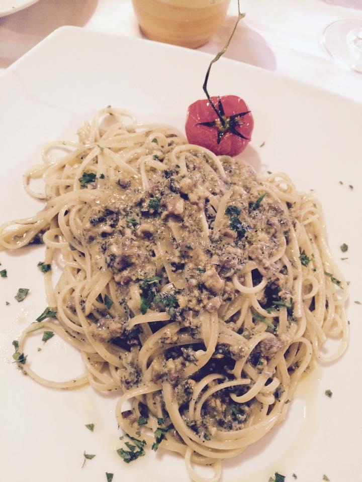un piatti di spaghetti