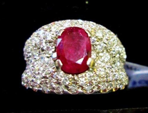 anello d'oro con pietra rossa e brillanti