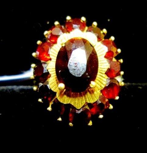 anello con pietre colorate