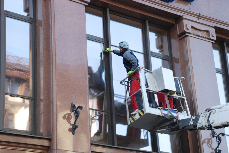 Servizio di lavaggio vetrate dell'impresa di pulizie di Cervesina