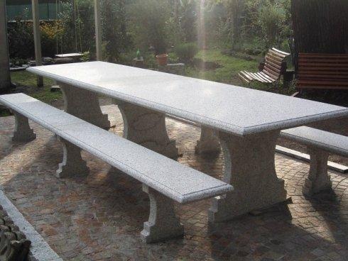 Tavolo e panche in pietra per esterno