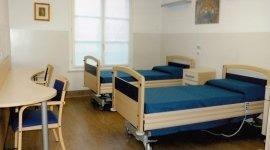 stanza con bagno disabili, casa di riposo con giardino, casa di riposo per anziani