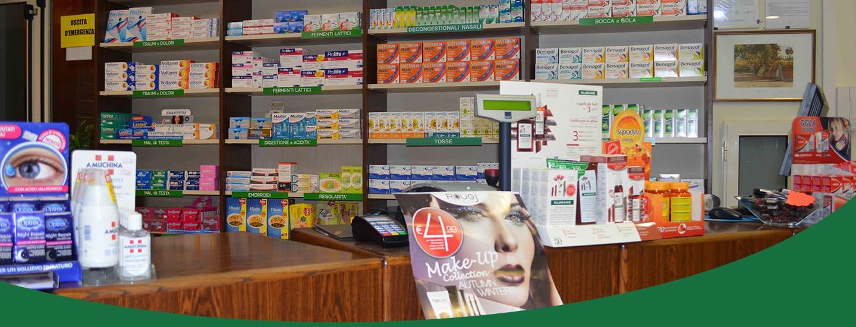 Bancone della farmacia Fides a Galatone