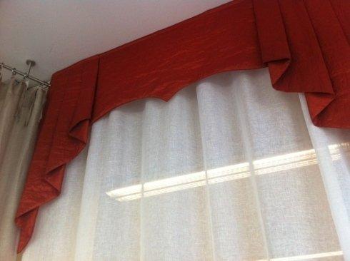 tenda con drappeggio rosso