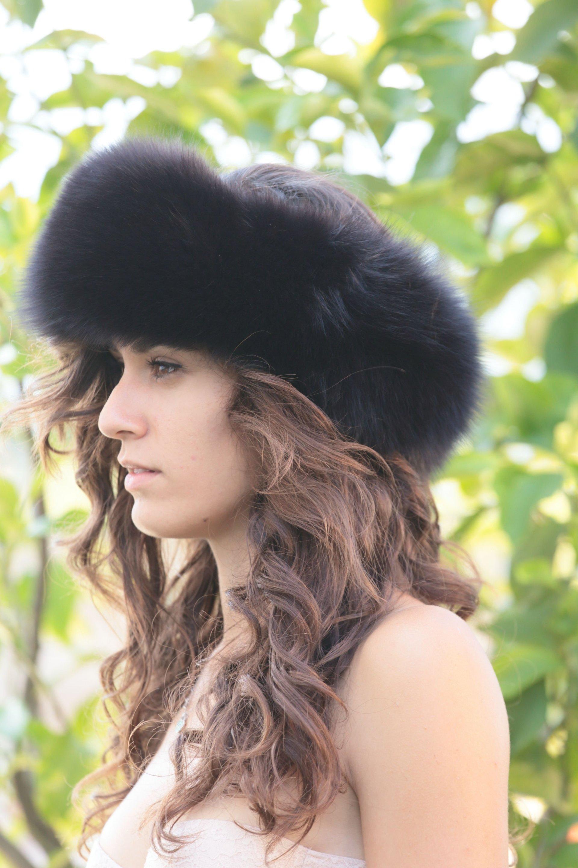 donna con cappello di pelliccia