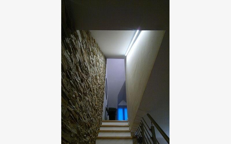 illuminazione led casa scala profilo led