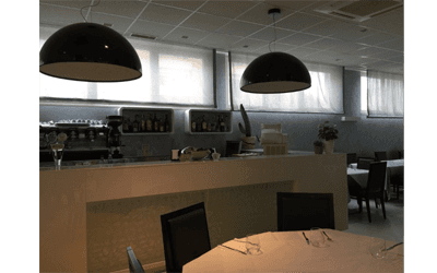 Bancone e cassa del ristorante