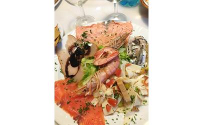 Piatto di pesce e gamberoni