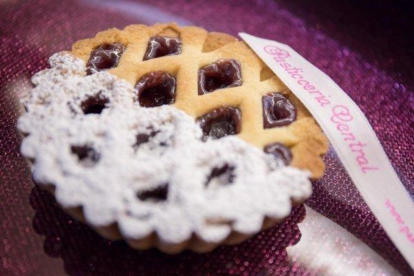 Crostatina con confettura ai frutti di bosco