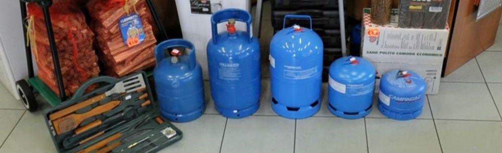 delle bombole del gas blu