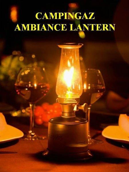 una lanterna e due bicchieri di vino