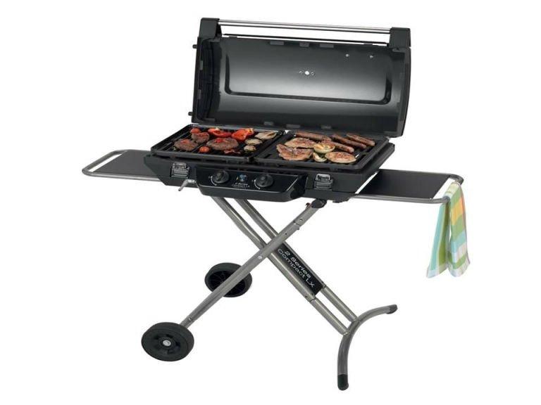 un barbecue con sopra della