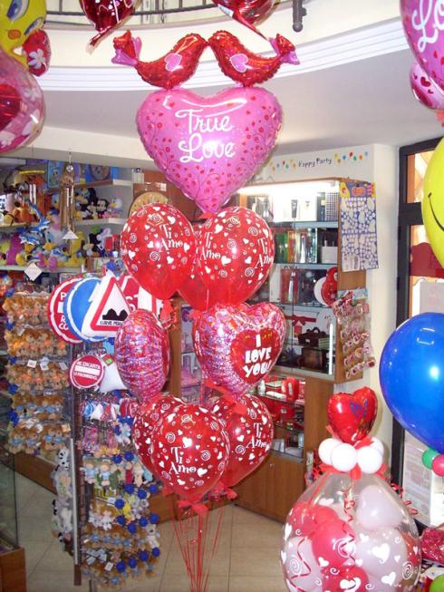 Potete commissionare allo staff del punto vendita la realizzazione di palloncini con la scritta I Love You.