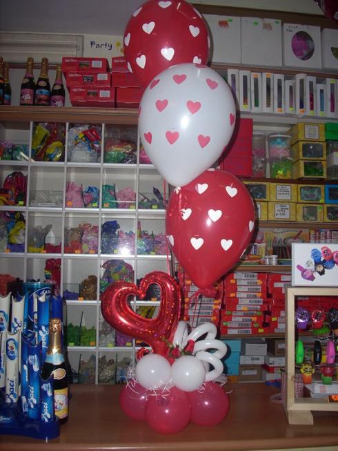 In negozio potrete acquistare palloncini a forma di cuore.