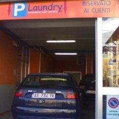 Lavanderia con parcheggio