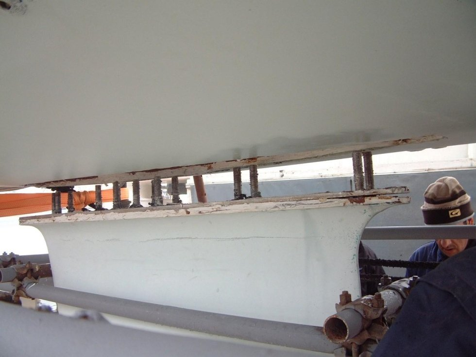Sailing boat keel dismantling