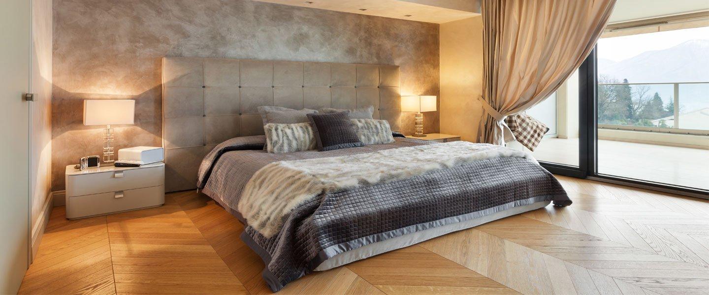 Camera da letto ben arredata