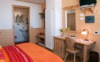 vendita camera matrimoniale Domegge di Cadore in provincia di Belluno