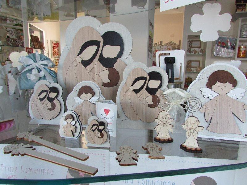 personaggi cattolici disegnati nel legno