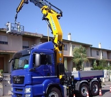 interventi con piattaforme aeree, camion con piattaforma, veicoli con piattaforme aeree