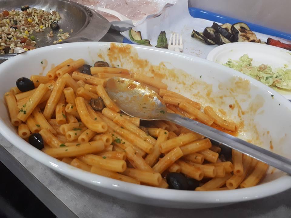 pasta con sugo di pomodoro ed olive