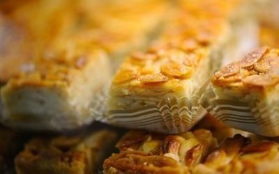 pasticcini con pasta di mandorle