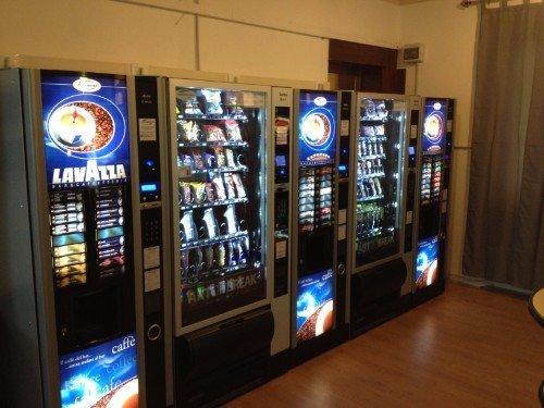 3 distributori automatici di caffè e snack