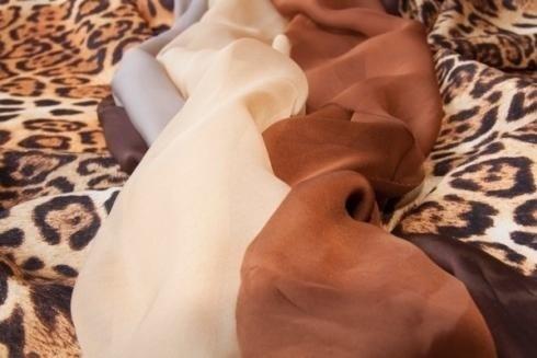 tela ligera beige y marrón