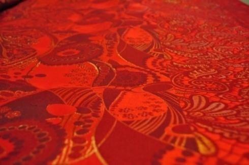 tela con diseños de tonalidades naranjas