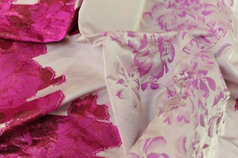 tessuto in seta a fiori