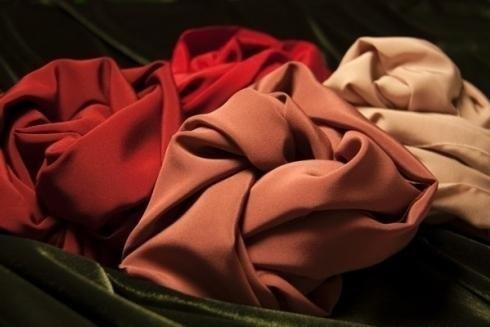 telas en varias tonalidades de rojo