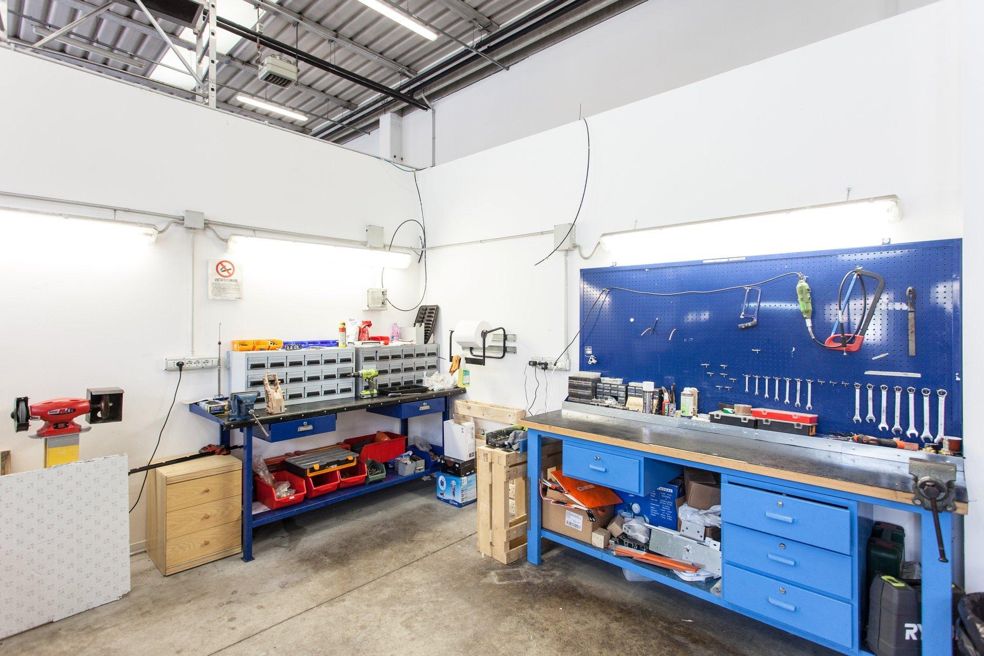 laboratorio per la riparazione di distributori automatici