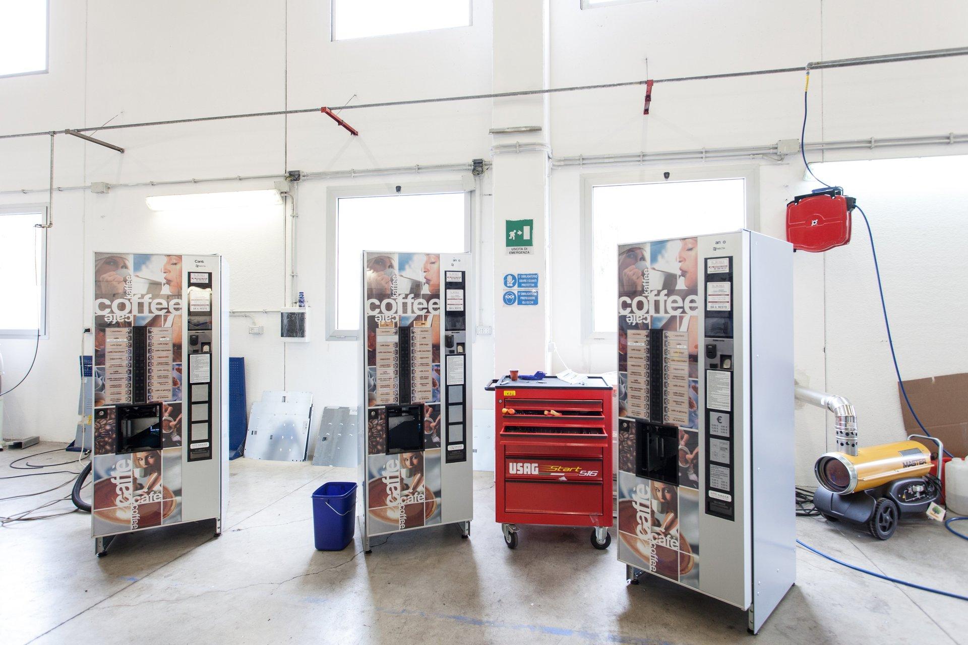 esposizione di distributori automatici