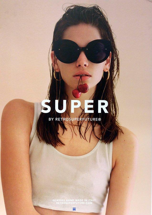 occhiali da sole alla moda a marchio SUPER