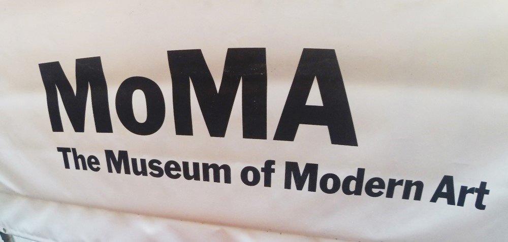 striscione moma museum