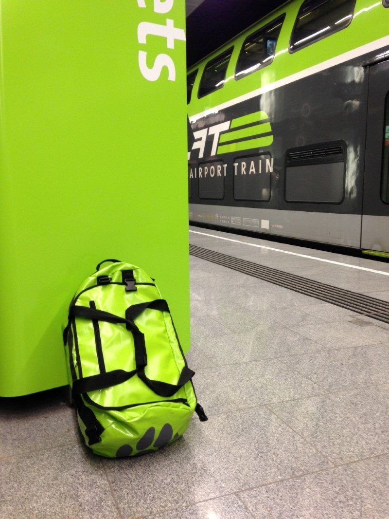 borsone verde in stazione