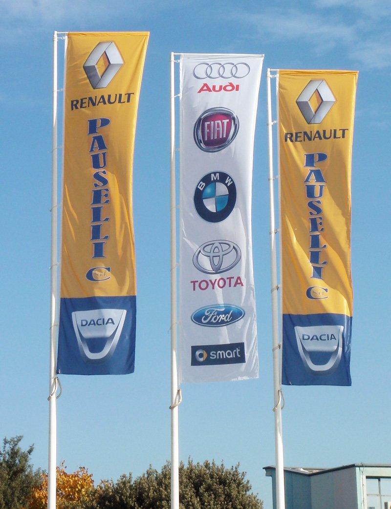 bandiere pubblicitarie renault e altre marche automobilistiche